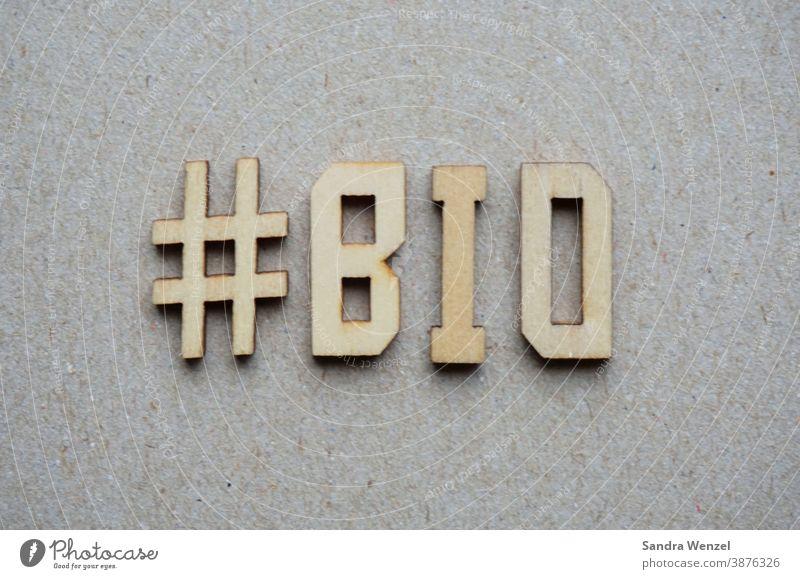 """Das Wort """"Bio """" in Holzbuchstaben biologisch Tierhaltung artgerecht Tierschutz gesund Ernährung ohne Chemie Lebensmittel ökologisch ökologie Gemüse Obst Europa"""