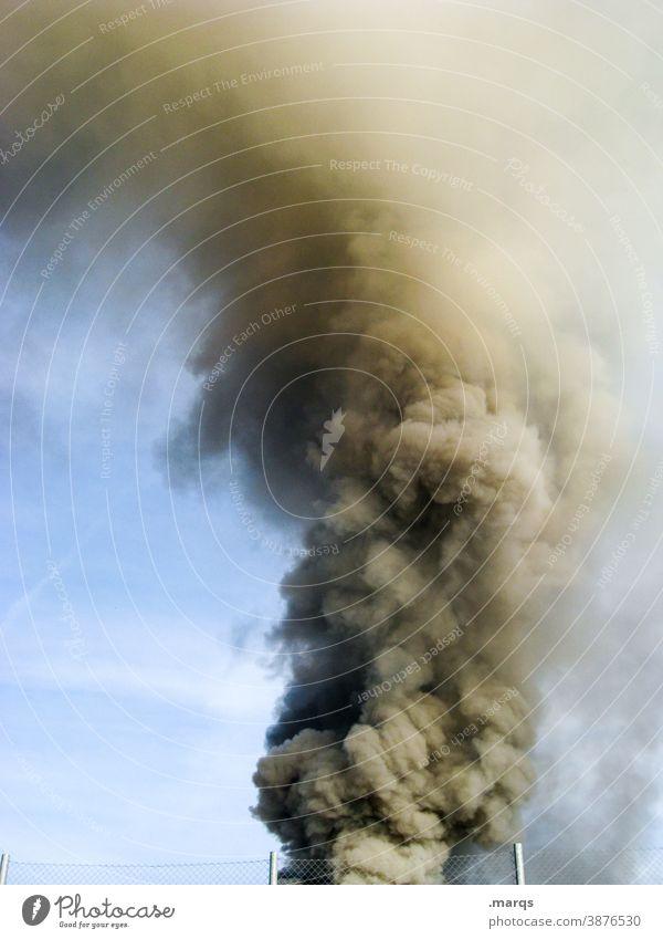 Rauchwolke Katastrophe Rauchschaden Alarm Brand Feuer Abgas Notfall brennen Himmel vergiften Klimawandel Umweltverschmutzung Feinstaub Emission