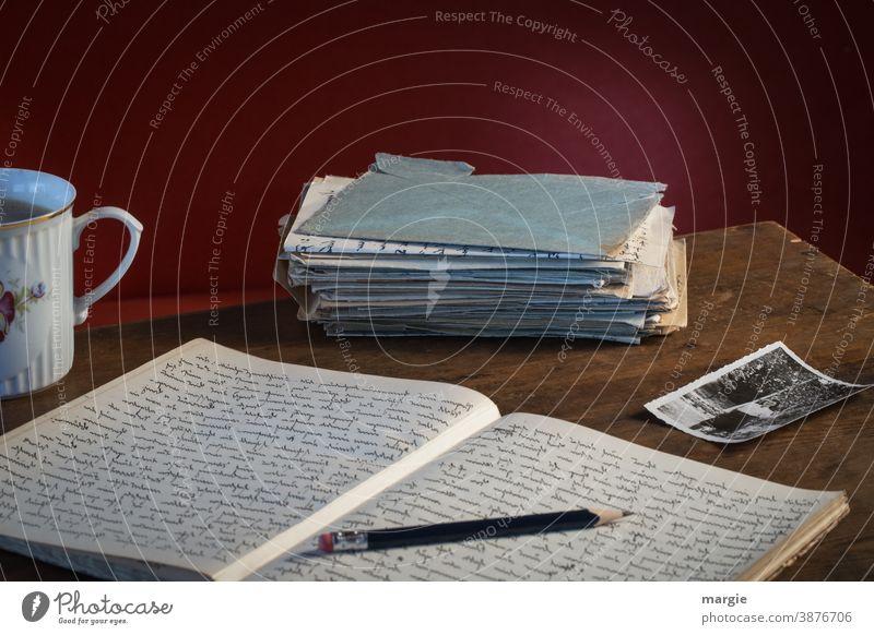 systemrelevant | Briefe schreiben und beantworten Briefumschlag Tasse Liebe Kommunizieren Tisch Holz Liebesbrief Post Information tasse kaffee tasse tee Stift