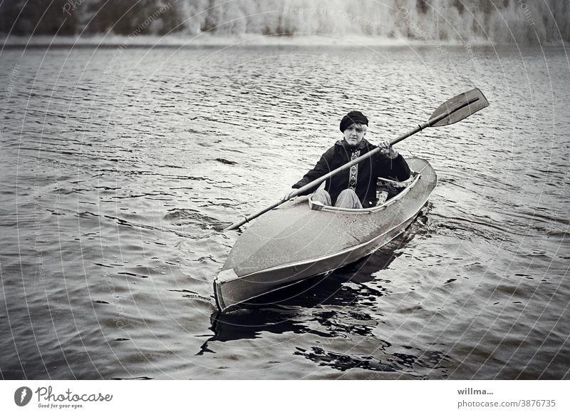 willma paddelt Paddeln Paddelboot Kajak Kanu Freizeitsport Hobby Urlaub Frau Junges Mädchen Angst Freizeit & Hobby Wassersport See Abenteuer Kanutour Anorak