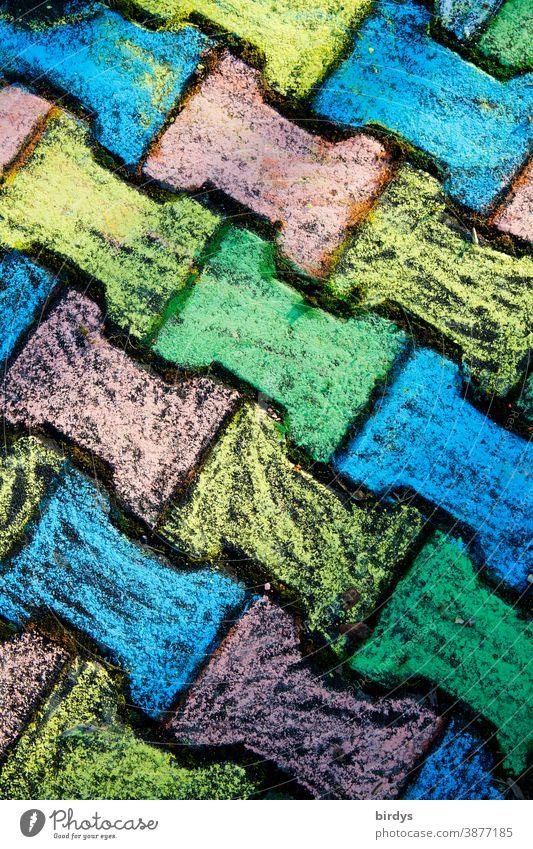 mit bunter Kreide bemalte Pflastersteine, Knochensteine,. formatfüllend, Vogelperspektive Malkreide Kindheit Farbe Farbigkeit positiv Symetrie Kreativität