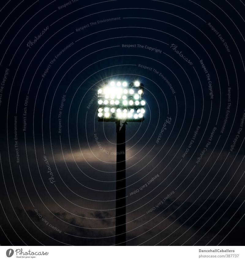 es werde Licht Nachtleben Sportstätten Sportveranstaltung Stadion Himmel Wolken Nachthimmel Energie Flutlicht Beleuchtung hell Elektrizität Energiewirtschaft
