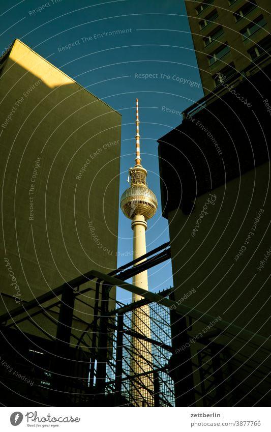 Fernsehturm again alex alexanderplatz architektur berlin büro city deutschland fernsehturm froschperspektive hauptstadt haus himmel hochhaus innenstadt