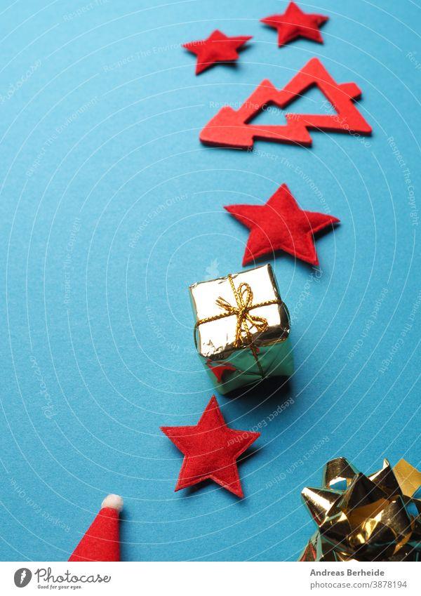 Weihnachtsschmuck als Rahmen auf blauem Papierhintergrund Stern Weihnachten Dekoration & Verzierung Schleife gold Feiertag weiß Ornament golden Winter Symbol