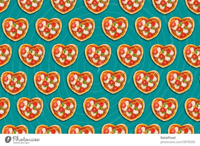 Teigpizza mit Herzform Hintergrund Holzplatte Konzept Kruste Tag Abendessen Lebensmittel Geschenk Küchenkräuter selbstgemacht Italienisch Liebe Mahlzeit Pizza