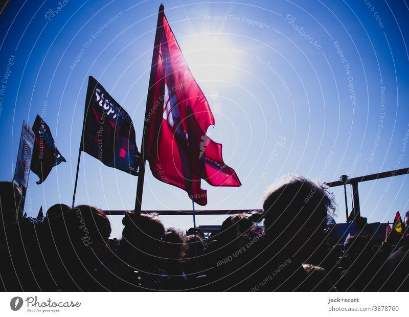 Demo für Friede, Freiheit und Demokratie Demonstration Menschengruppe demonstrieren protestieren Gesellschaft (Soziologie) Demonstranten Meinungsfreiheit Kopf