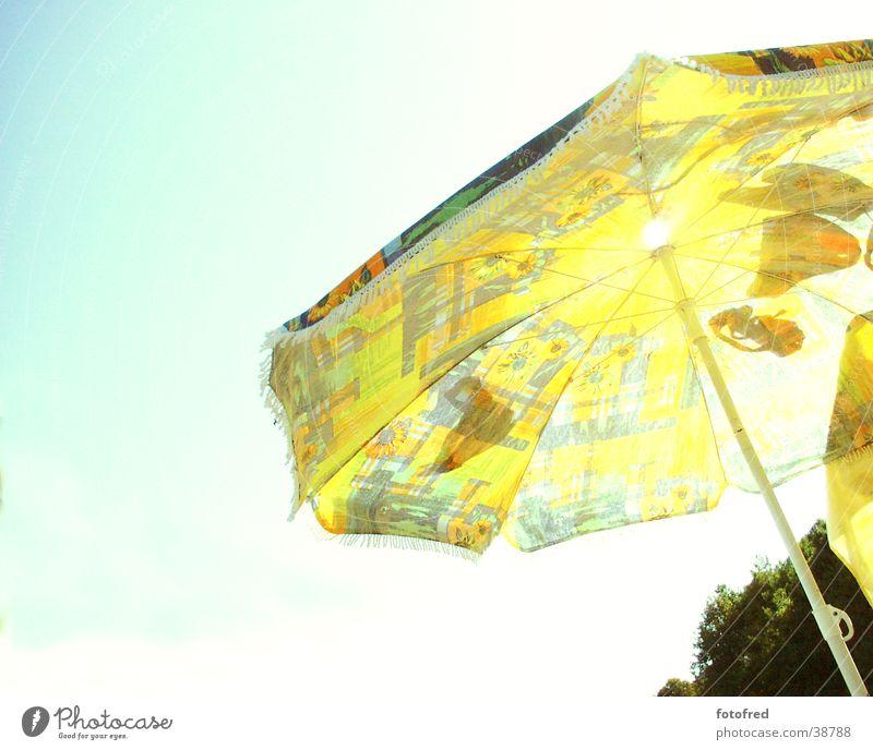 Sonnenschirm Gegenlicht Weitwinkel gelb Sommer Freizeit & Hobby Himmel blau