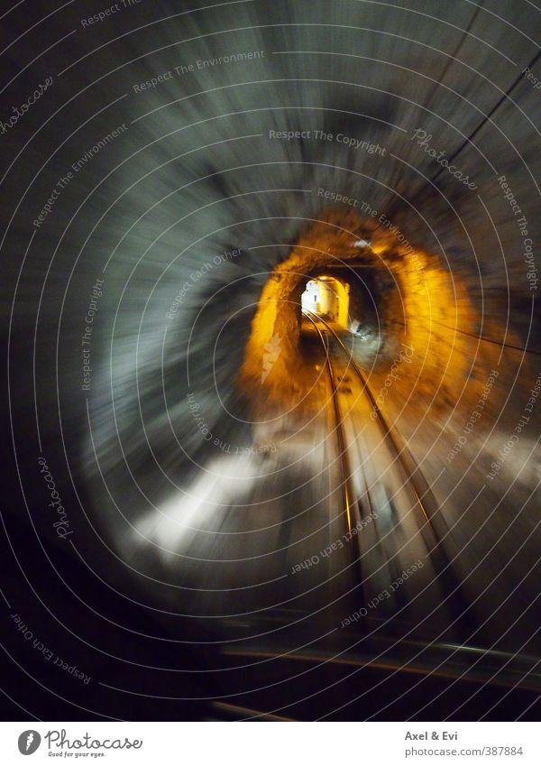 """Tunnelblick Verkehrswege Gleise Stein Geschwindigkeit grau """"eng beengt"""" Abenteuer Güterverkehr & Logistik Bewegung Fluchtlinie Fluchtpunkt orange unterirdisch"""