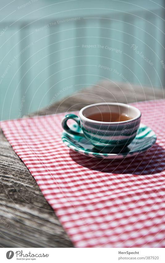Teatime Getränk Heißgetränk Tee Geschirr Tasse Tisch Restaurant trinken Sommer Schönes Wetter ästhetisch frisch Gesundheit retro grün rot weiß ruhig Holztisch