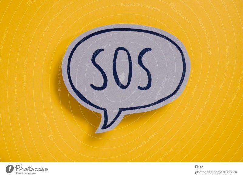 Sprechblase mit dem Wort SOS auf gelbem Hintergrund Hilfe Notruf um Hilfe bitten Rettung Gefahr Notfall Notsituation Hilferuf geschrieben Erste Hilfe notleidend