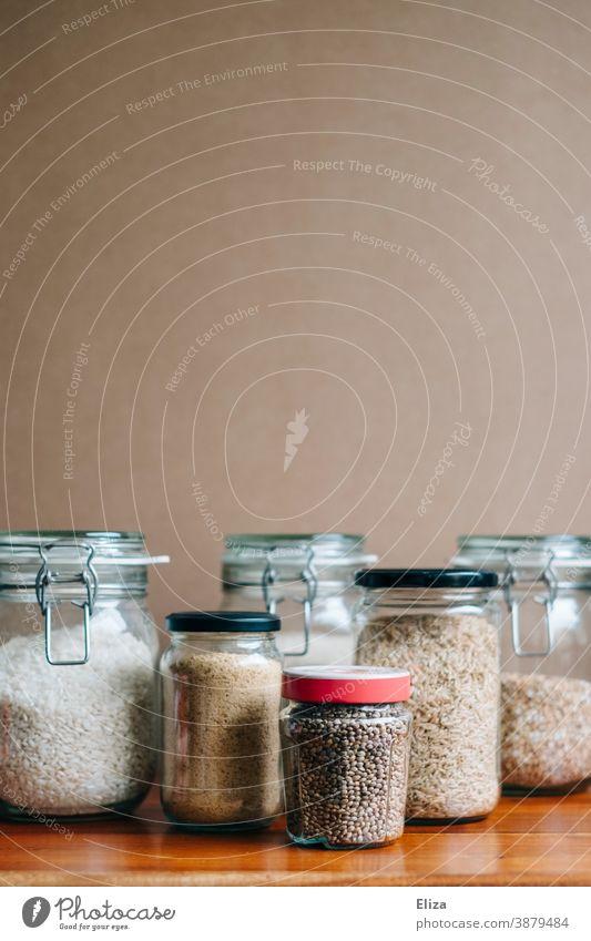 Nachhaltige Aufbewahrung von Lebensmitteln im Einmachgläsern Einmachglas nachhaltig ökologisch Glasbehälter Vorratsbehälter Vorräte Reis Verpackung