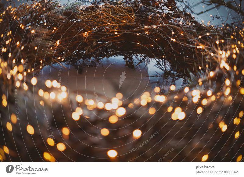 Großer weihnachtlicher Lichterkranz Kranz Adventskranz Weihnachten Heiligabend leuchten Feiertage Glühwein Glühweinstand Lebkuchen Lichterkette
