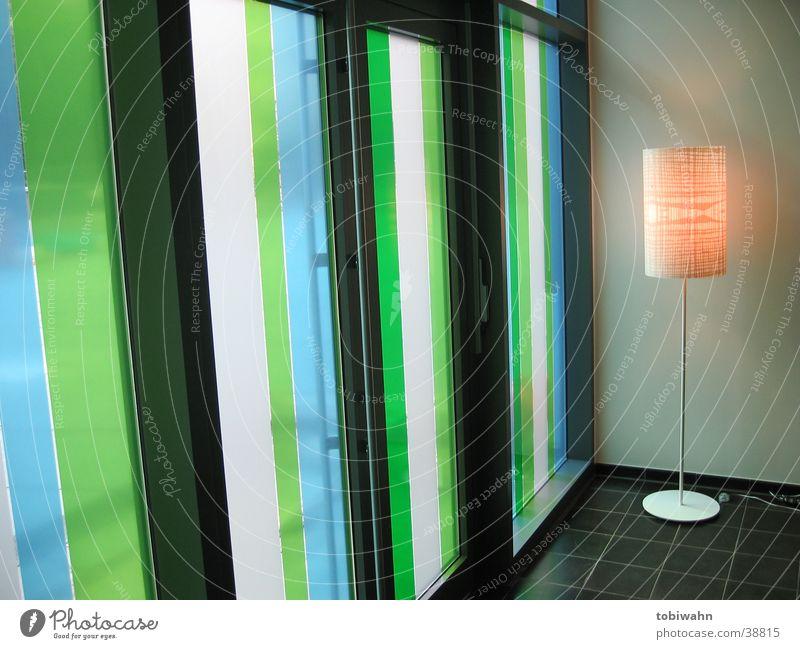 streifen Licht grün Lampe Fenster Häusliches Leben Lichterscheinung blau Glas