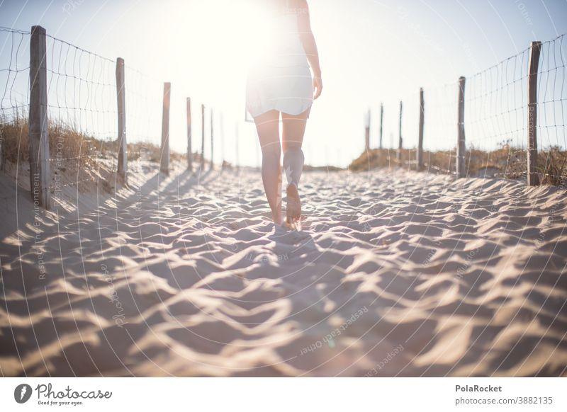 #A0# Strandgang Frankreich verträumt Zukunft Einsamkeit laufen Frau Landschaft Wasser Farbfoto Sand Außenaufnahme Natur Tourismus Idylle Meer