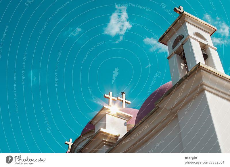 Die griechisch-orthodoxe Kirche der zwölf Apostel in Kapernaum am See Genezareth, Tiberias, Israel Kreuz Vogel Sonne Himmel Glocke Glockenturm Lichterscheinung