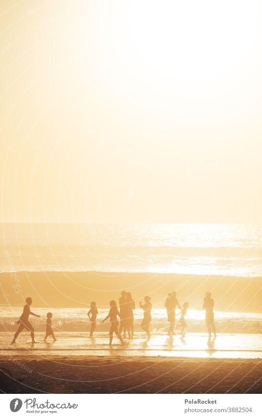 #A0# Strandleben in goldenem Licht Lichtstrahl Lichtschein Lichteinfall Lichterscheinung diffuses licht Urlaubsort Sommerurlaub Wasser Tourismus Landschaft