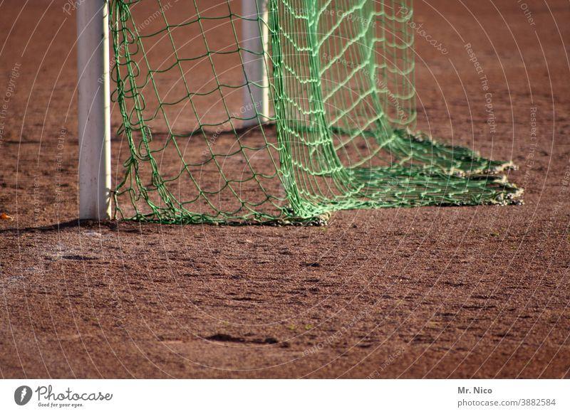 Ein Tor würde dem Spiel gut tun Fußballtor Netz Kiste Hartplatz Freizeit & Hobby Sportplatz Ballsport Pfosten ascheplatz bolzplatz Kasten Spielen kreisliga