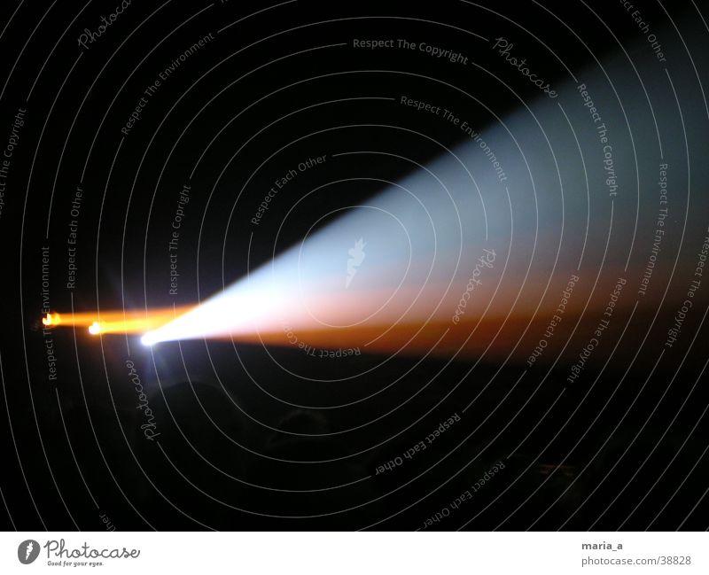 golden earring konzert Licht Scheinwerfer Bühnenbeleuchtung dunkel schwarz Konzert Musik Bühnenshow hell blaues Licht organges Licht Golden Earring