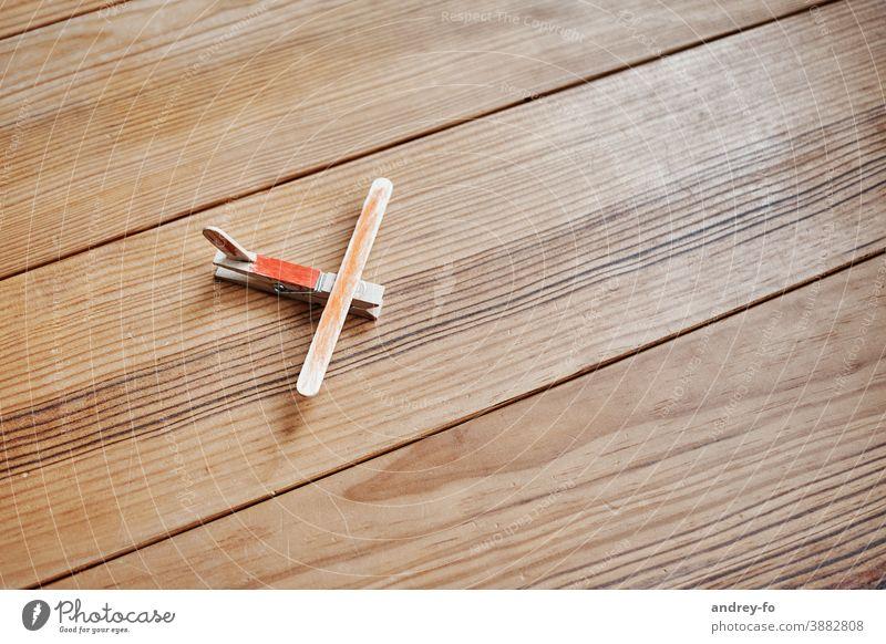 Flugzeug aus Holz Spielzeug Boden Holzboden selbtgemacht braun gelandet