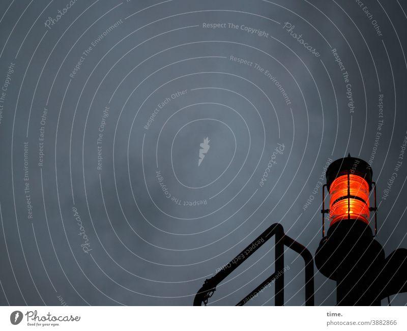 Lightbox (20) lampe himmel nachthimmel maritim schiff rotlicht signallicht oben Schifffahrt hafen metall orientierung warnung achtung Aufmerksamkeit dunkel