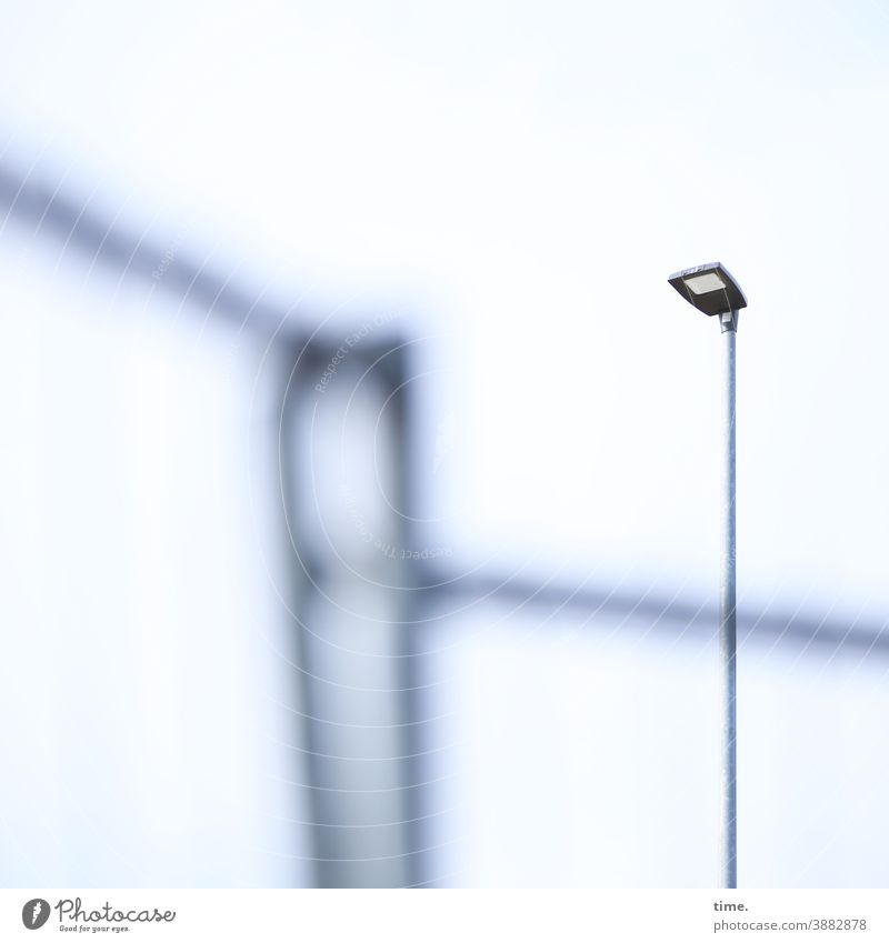 Lightbox (19) lampe bauzaun flutlicht baustrahler beleuchtung baustelle himmel unschärfe hell mast hoch