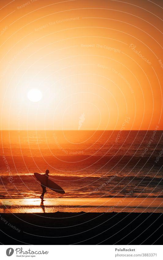 #A0# SurferParadies Romantik Sonnenuntergang Küste Mann Lifestyle sportlich Wasser zeitlos Zeit genießen Energie spirituell Spiritualität Momentaufnahme Ruhe