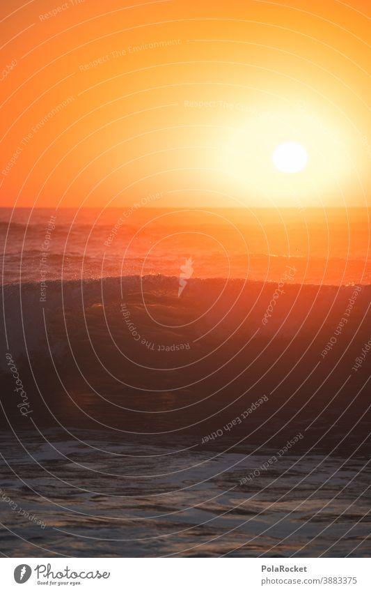 #A0# Welle im Sonnenuntergang Wellen Wellengang Wellenform Wellenlinie Wellenschlag Wellenbruch Frankreich Idylle Meerwasser