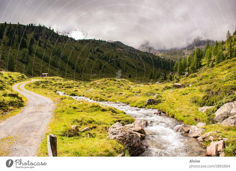 Bäche auf den Alpen Südtirols zehn Österreich Tirol strömen szenische Darstellungen Szene fließend fallen Aufstieg Mut gefährlich Gipfel Sport Trekking