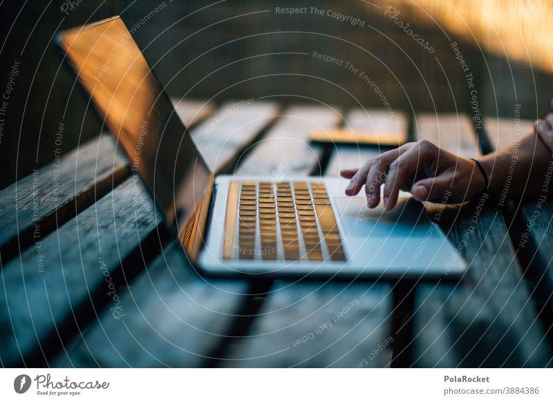 #A0# Arbeit am Laptop unabhängig vom Ort laptop arbeiten arbeitend Arbeiten zu Hause arbeitende Hände Arbeiten am Arbeitsplatz ortsunabhängig Computer Business