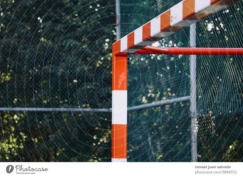 Sportgeräte für Straßenfußball-Tore Fußballtor Feld Fußballfeld Gerät spielen Spielen Verlassen alt Park Spielplatz im Freien gebrochen Hintergrund Bilbao