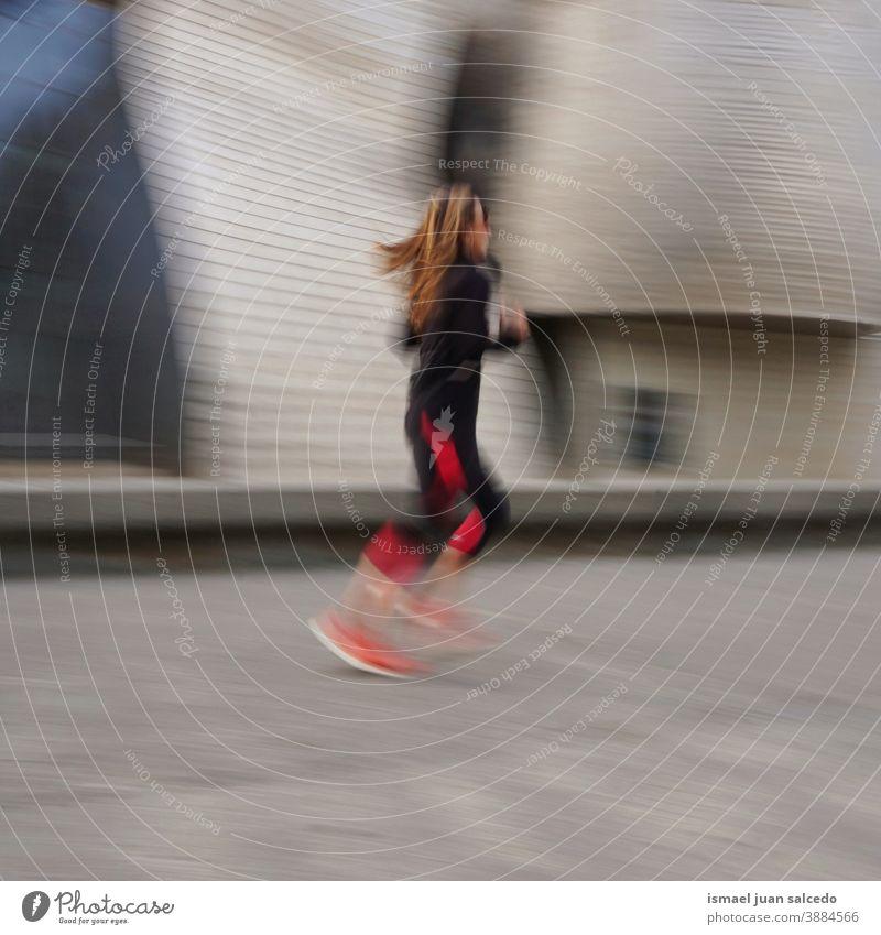 Läufer auf der Straße in der Stadt Bilbao, Spanien rennen laufen Marathon Joggen Aktion Fitness Gesundheit Lifestyle Person menschlich Sport Übung