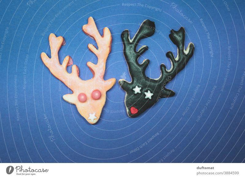 zwei Plätzchen in Hirsch Form Weihnachten backen Geweih süß Weihnachten & Advent Backwaren lecker Weihnachtsgebäck Ernährung Plätzchenteig Plätzchen ausstechen