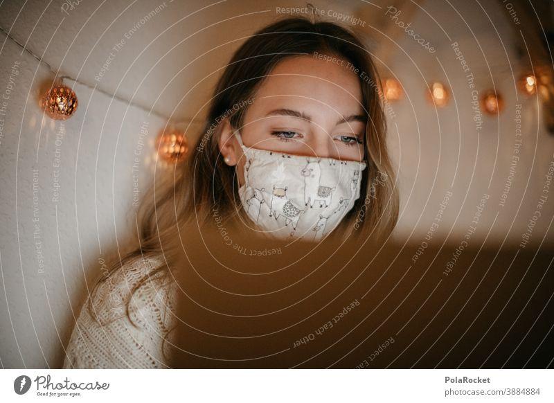 #A10# Homeoffice zu Zeiten der Corona-Krise um die Weihnachtszeit Blick Gefahr Weihnachten & Advent studierend arbeiten Notebook pc daheim Frau infektiös