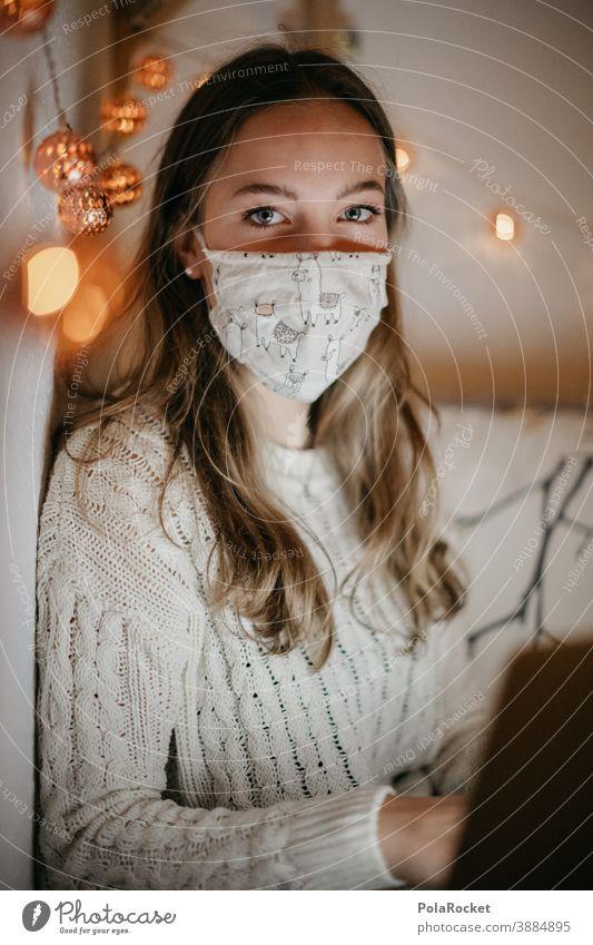 #A10# Homeoffice zu Zeiten der Corona-Krise um die Weihnachtszeit, da hilft auch keine Lichterkette Impfstoff Medizin Corona-Virus coronavirus coronakrise