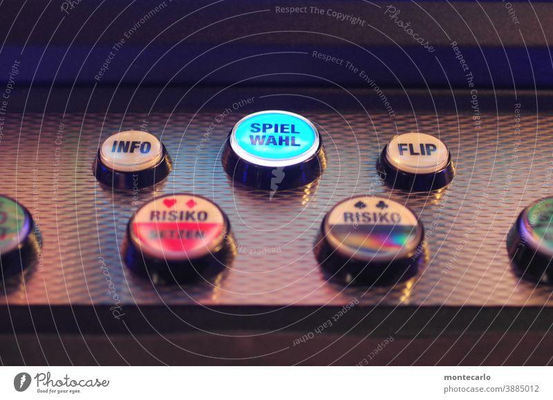 Systemrelevant | Tastatur für ein Geldgewinnspielgerät Spielwahl Zocker Zocken Auswahl Auswählen Spielhölle Casino Menütaster Geld ausgeben geld verspielen