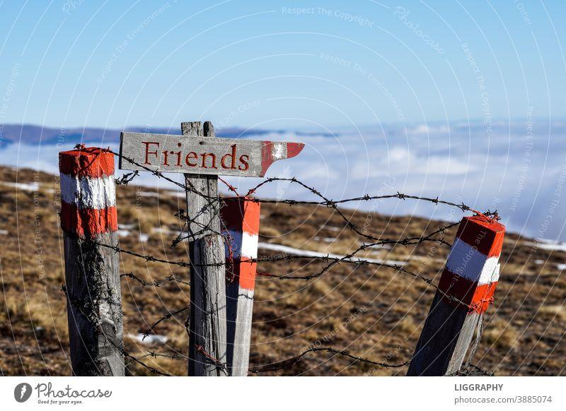Willkomen bei Freunden. Weg Wegweiser Free Friends Alleine Corona coronavirus Österreich Kärnten Austria Verbote Lockdown Urlaub urlaub bei freunden