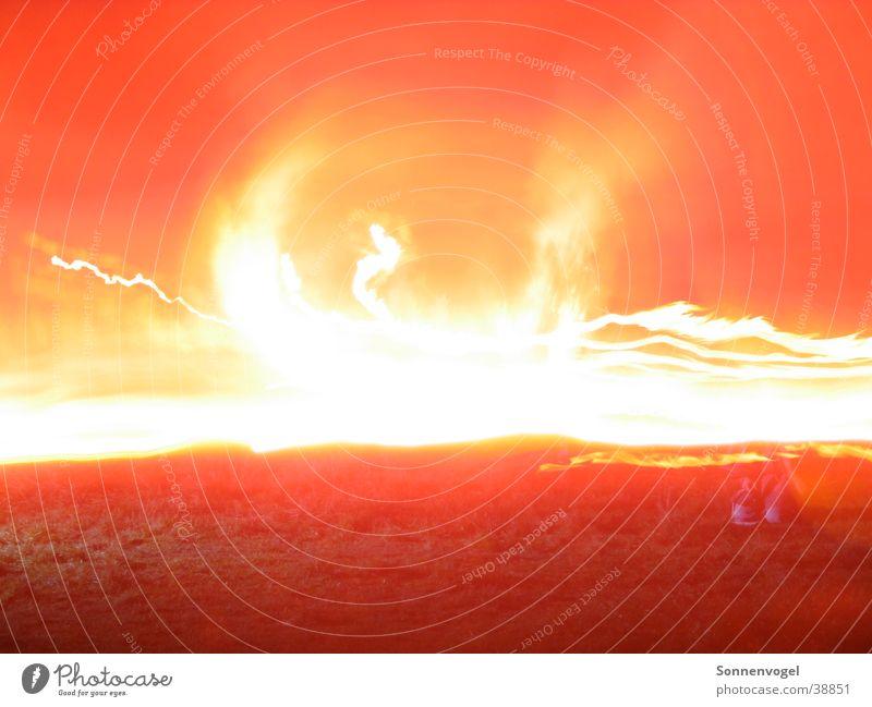 Lichtimpressionen_01 Nachtaufnahme Langzeitbelichtung züngeln brennen Brand Wärme St. Martin Funken Flamme