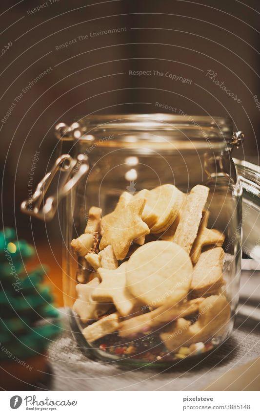 Kekse in einem Glas Gebäck Advent adventszeit süß backen Zuckerguß Weihnachtsstimmung keksteig Weihnachtsdekoration Adventskerzen Christkindl Teig Süßwaren