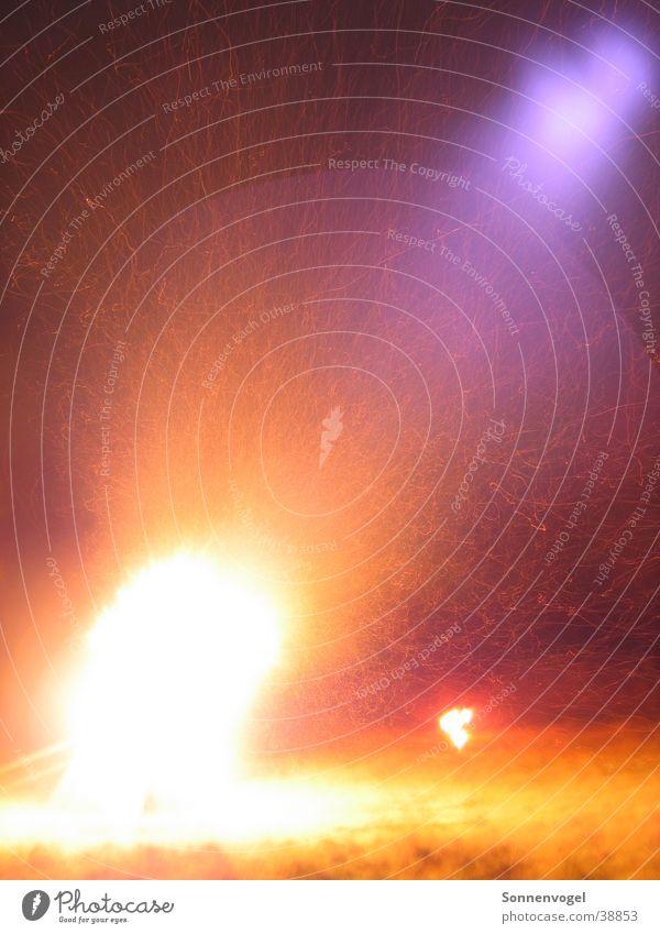 Lichtimpressionen_02 Nachtaufnahme Langzeitbelichtung züngeln brennen Brand Wärme St. Martin Funken Flamme