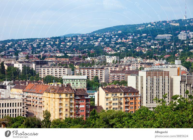 Budapester Stadtbild, Budaer Seite der Stadt, Wohnviertel, Wohnblocks, Eigentumswohnungen, Apartments, Häuser. Ungarn Großstadt Haus Mietshaus Gebäude