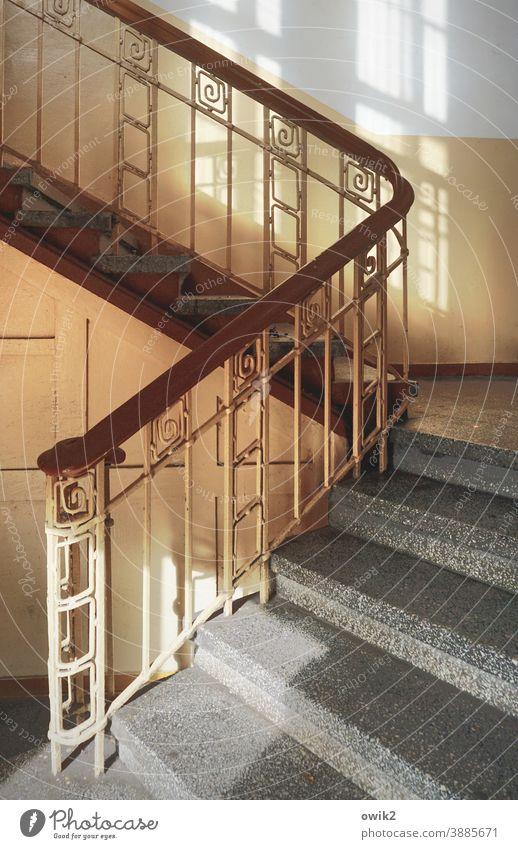 Aufstiegsmöglichkeit Treppenstufen schmiedeeisern Lichteinfall Polen Kolobrzeg Kolberg Wand Architektur Treppengeländer Flur altmodisch aufwärts Raum Holz Stein