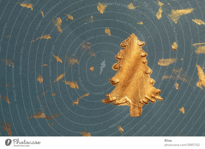 Goldene Farbe auf blauem Papier - gemalter Tannenbaum zu Weihnachten Tannebaum golden weihnachtlich geschmückt Weihnachten & Advent Weihnachtsdekoration