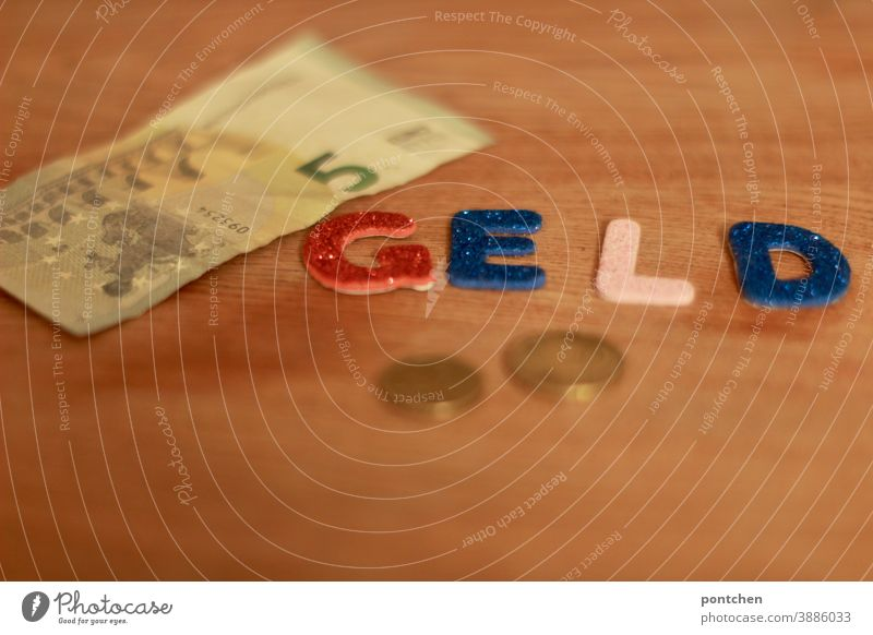 Happy Birthday Photocase (nachträglich). Das Geld soll fließen in Form von Scheinen und Münzen wort geldschein münze euro 5 Euro kosten Bezahlen wechselgeld