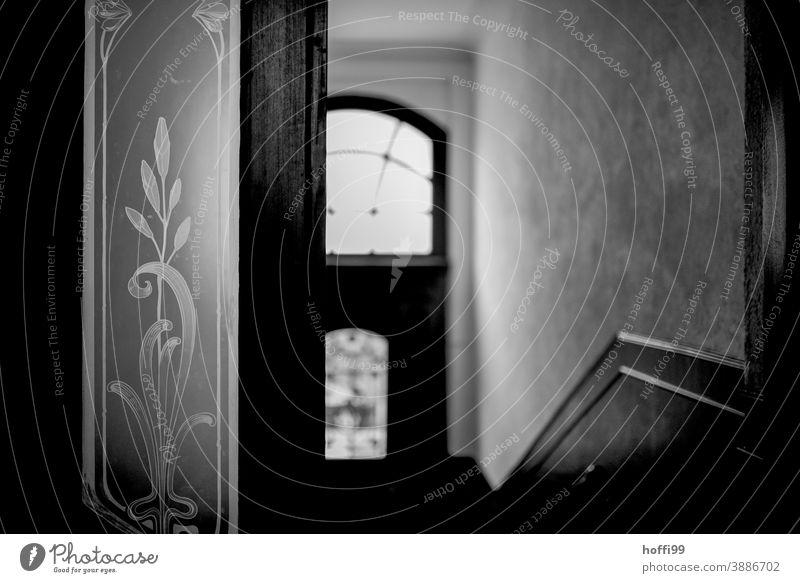 altes Treppenhaus / Eingang mit kunstvollen Glasintarsien Tür Intarsien Glasscheibe Eingangstor Holztür Eingangstür Holztor Strukturen & Formen geätzt ätzen