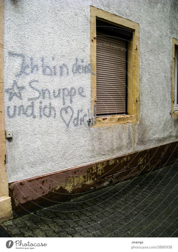 *Snuppe Hauswand Fenster Schriftzeichen Graffiti Liebe Romantik Liebeserklärung Herz Valentinstag Liebesbekundung Verliebtheit Gefühle