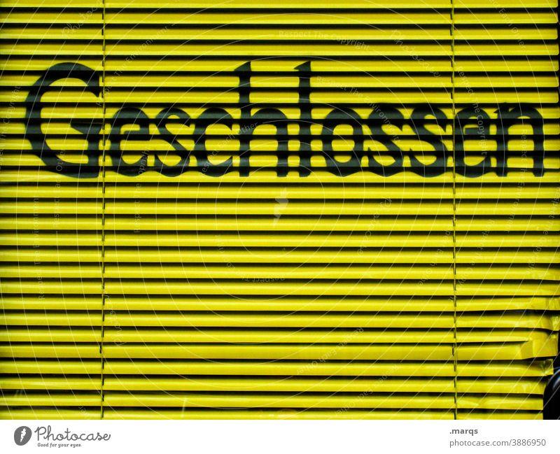 Geschlossen Rollladen gelb Schriftzeichen geschlossen kaputt Ladengeschäft Lockdown Einzelhandel Handel Krise pleite schwarz