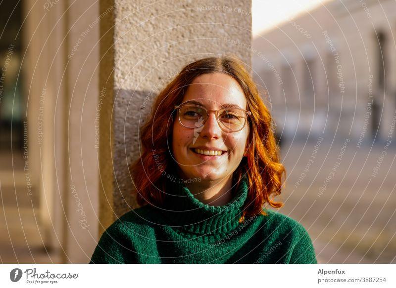 Felicitas Frau Junge Frau feminin schön Gesicht 18-30 Jahre Porträt Jugendliche Erwachsene Farbfoto Mensch brünett Außenaufnahme Schwache Tiefenschärfe
