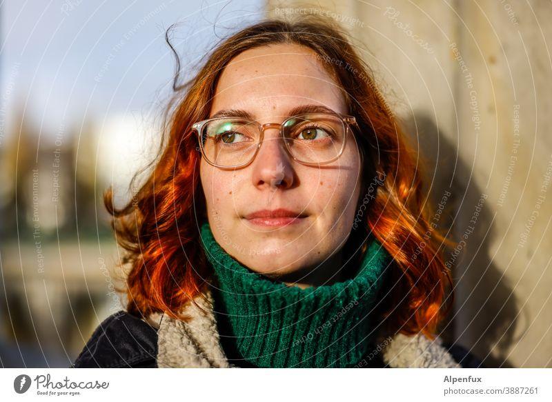 Felicitas Frau Junge Frau Blick Gesicht Jugendliche 18-30 Jahre feminin Farbfoto Innenaufnahme langhaarig Haare & Frisuren Erwachsene schön Mensch Porträt
