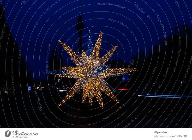 Großer Stern Berlin Weihnachtsdekoration Weihnachtsbeleuchtung Weihnachten & Advent Berliner Fernsehturm Berlin-Mitte Wahrzeichen Lichterkette Weihnachtsstern