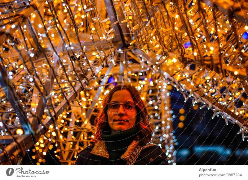 Felicitas Frau Weihnachten & Advent feminin Junge Frau schön Gesicht 18-30 Jahre Porträt Jugendliche Erwachsene Farbfoto Mensch brünett Außenaufnahme